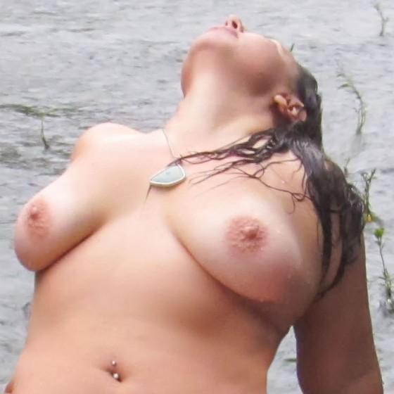 ava-water-close close up