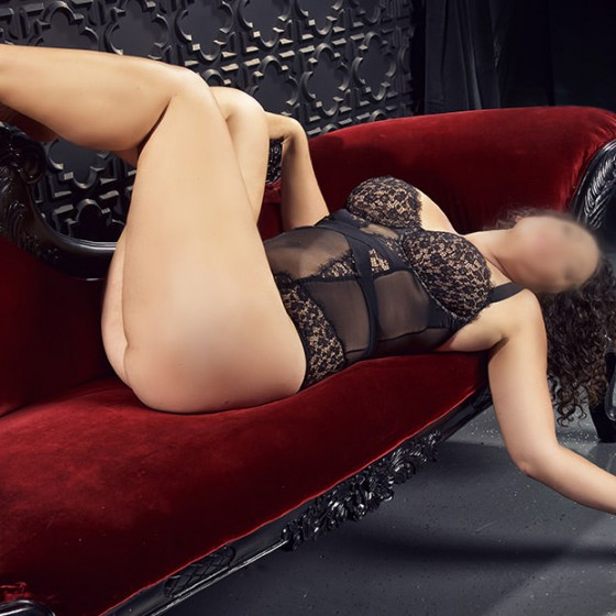 tantric-awareness-lounging-black4